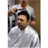 especializada em alongamento de cabelos